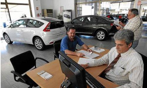 Los concesionarios constatan cómo las ayudas del Plan PIVE han dinamizado las ventas de coches. / Foto: Paco Cazalla