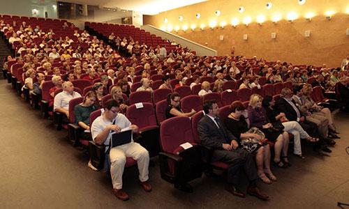 El aula de la experiencia o universidad de mayores es una de las opciones para potenciar el desarrollo cognitivo. / Foto: Javier Díaz