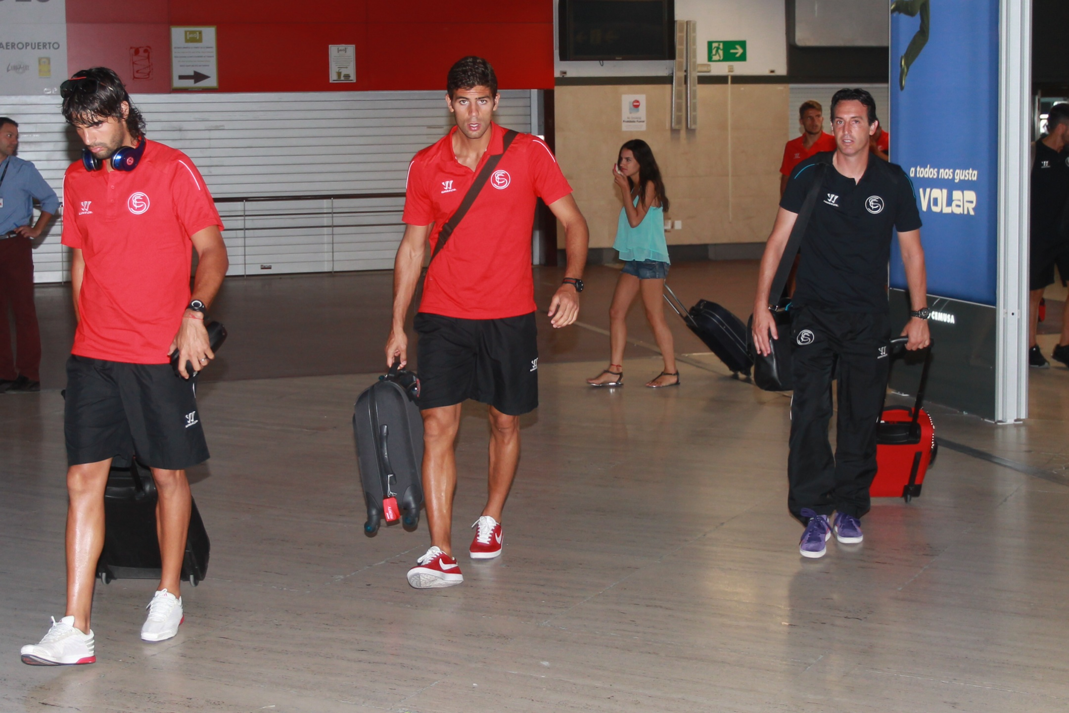 Unai Emery y Federico Fazio, ayer por la tarde en el campo de fútbol de Costa Ballena. / Tolo Parra