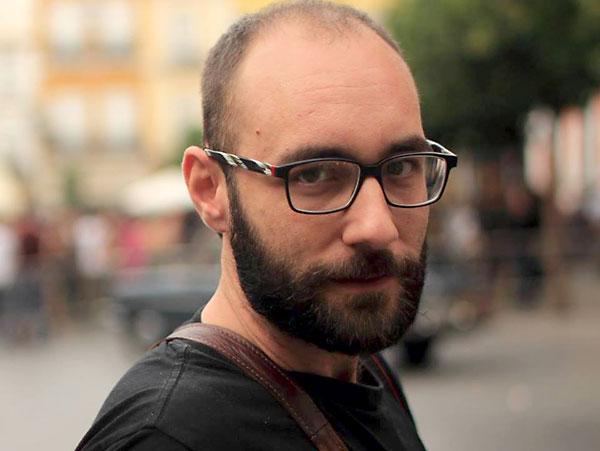 El periodista Francisco Artacho debuta con una biografía de Mar Cambrollé, referente trans de Andalucía. / El Correo