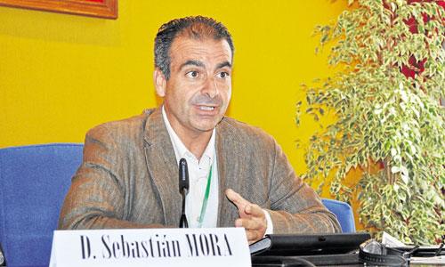 Sebastián Mora, secretario general de Cáritas, durante su intervención en la Semana de la Misionología. / Foto: El Correo