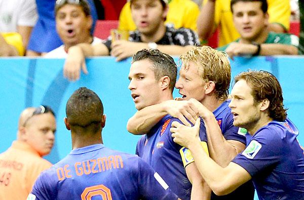 Celebración del gol de Van Persie. / EFE