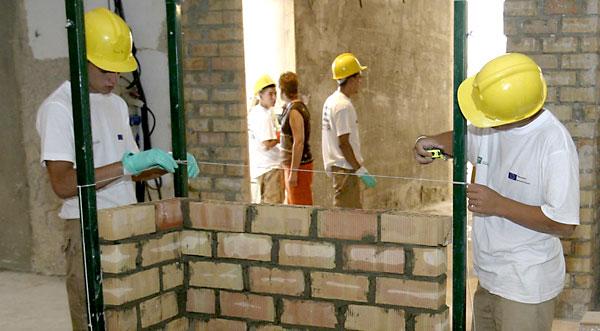 Jóvenes trabajando. / José Manuel Cabello