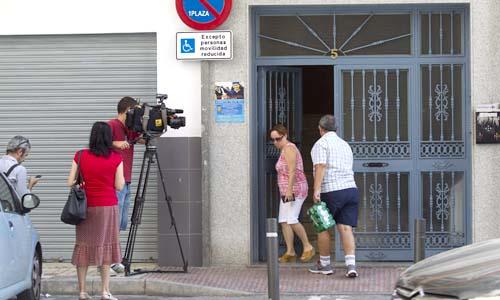 Una imagen del exterior del edificio donde ayer fue apuñalada mortalmente Verónica Frías. / Foto: Daniel Pérez