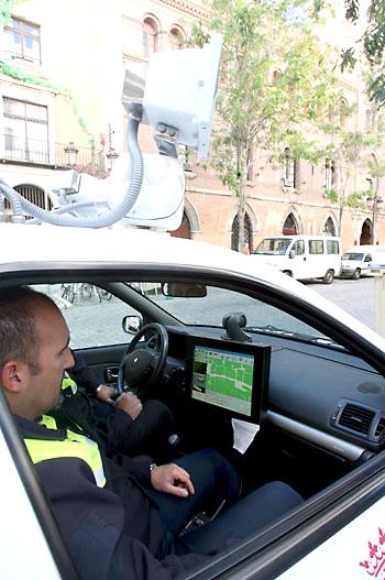 El coche ponemultas se estrenó en 2007 y en 2013 el Ayuntamiento adquirió un segundo vehículo. / Javier Cuesta