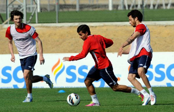 Stevanovic, Rabello y Cicinho, entrenándose (Kiko Hurtado)