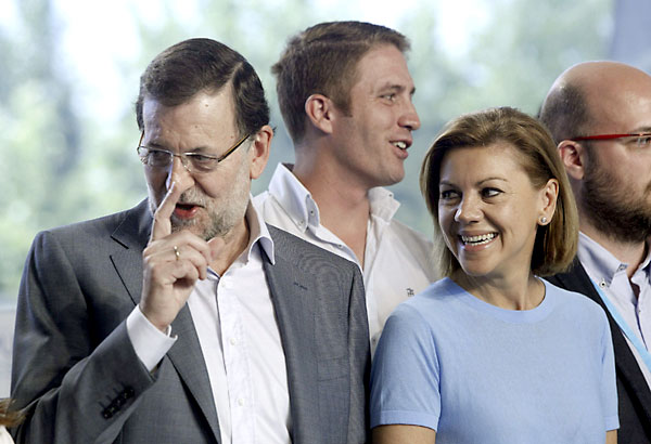 - El presidente del Gobierno, Mariano Rajoy (i), y la secretaria general del partido, María Dolores de Cospedal (d), a la llegada este sábado a la escuela de verano del PP en El Escorial (Madrid). / EFE