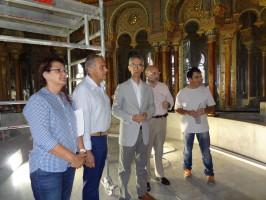 El alcalde utrerano visitó las obras de restauración.