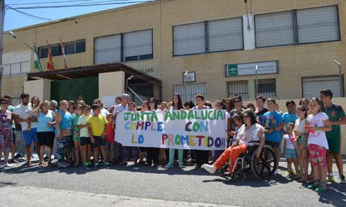 Miembros de la comunidad educativa durante la manifestación. / Foto: Salvador Criado
