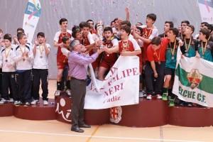 Equipo de Voleibol Infantil C. D. San Felipe Neri en el Campeonato de España en mayo de 2014 celebrando su victoria. Foto: El Correo