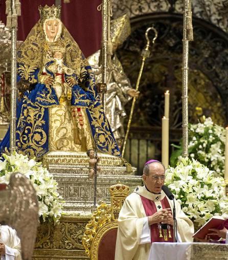 La Catedral de Sevilla acoge estos días la novena en honor a su Patrona, la Virgen de los Reyes. / J.M. Paisano
