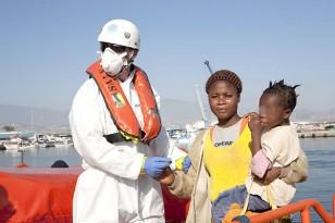Unos 45 inmigrantes subsaharianos son rescatados en una embarcación al sur de Motril. /EFE