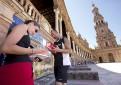 La Plaza de España de Sevilla se convierte en una biblioteca al aire libre. /Pepo Herrera