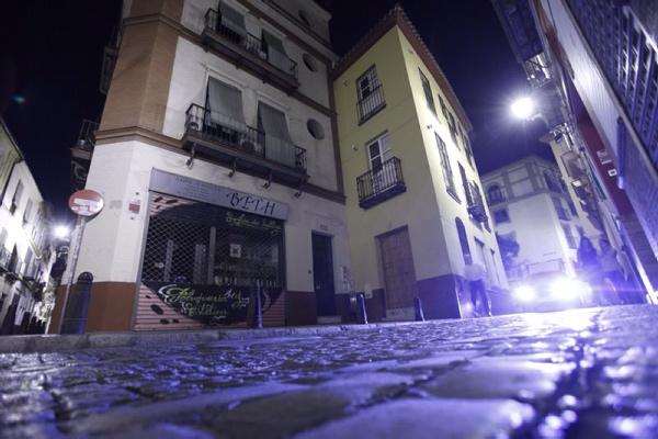 La agresión que permitió descubrir el crimen ocurrió el miércoles por la tarde en el número 10 de la calle Feria . / Pepo Herrera