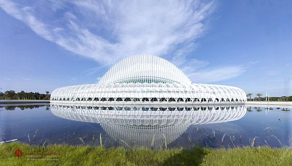 Edificio futurista de estructura orgánica, obra del arquitecto español Santiago Calatrava, situado en Lakeland, en el centro del estado (EE.UU.), donde la nueva Universidad Politécnica de Florida abrirá sus puertas este fin de semana. / EFE