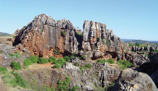 Espacio natural El Cerro del Hierro en la Sierra Norte de Sevilla. / El Correo