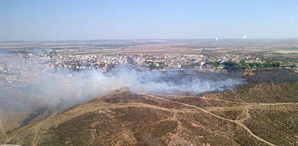 Imagen del incendio. / Hotel8 / Plan Infoca