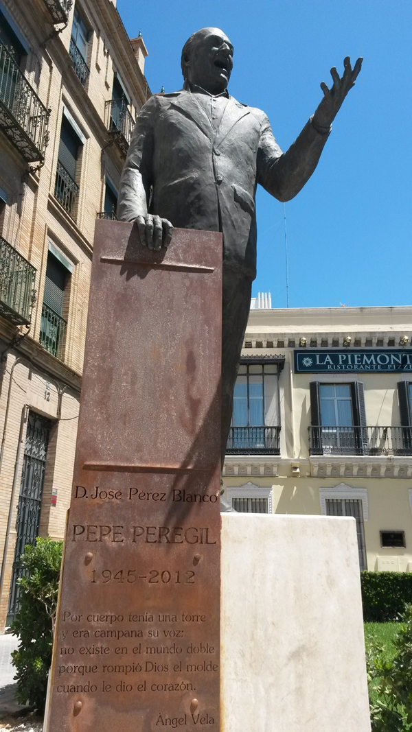 El monumento de Pepe Peregil finalmente terminado. / El Correo