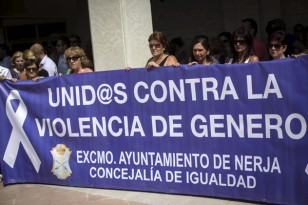 Concentración en Nerja por el asesinato de Ana María Márquez. / Carlos Díaz (EFE)