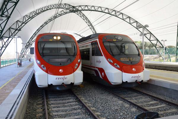 El apeadero de la Cartuja, que entró en servicio a principios de 2012, conectaría con la estación del Metro de Blas Infante, en Los Remedios. / J. M. Paisano