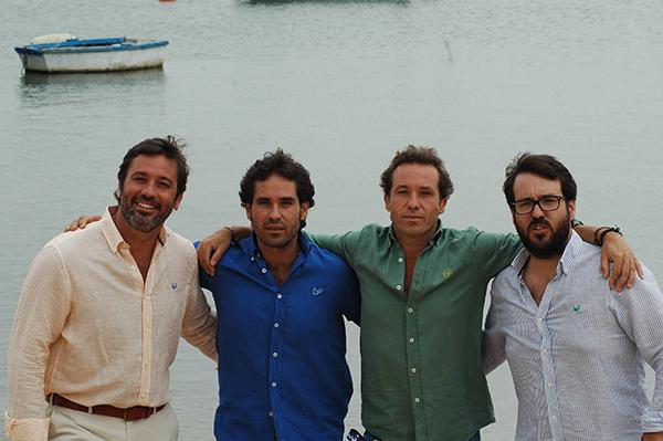 Los hermanos Romero González (Juan Antonio, segundo por la izquierda), socios de la empresa Crabe. / EL CORREO