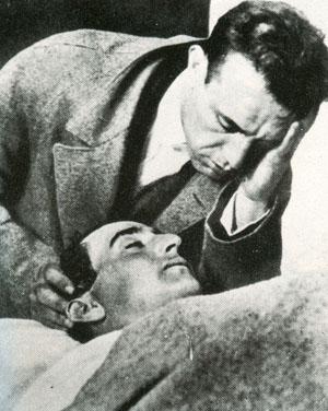 Ignacio sostiene la cabeza de Joselito en la enfermería de Talavera.