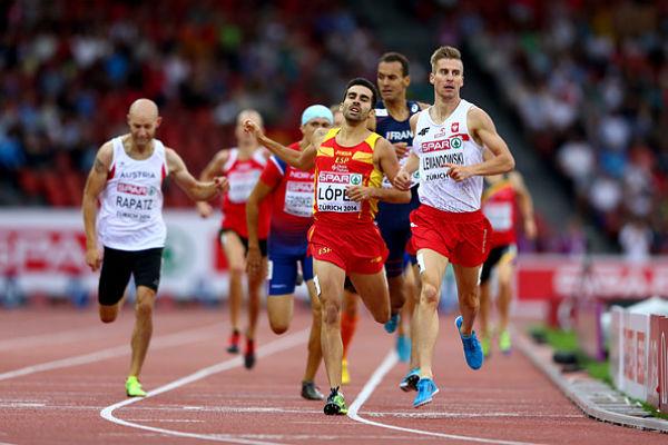 Kevin López, en la carrera que le dio el pase a las semifinales del Europeo. Foto: EFE