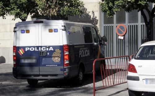 LLEGADA FURGON POLICIAL AL JUZGADO