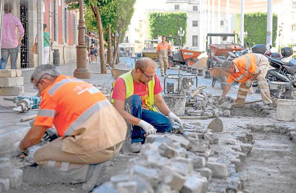 Las obras de repavimentación realizadas en la plaza de San Francisco ya han concluido. / J.M. Paisano