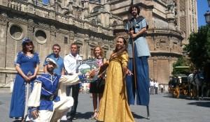 El alcalde de Alanís, Cecilio Fuentes, junto a Juana María Carmona en la presentación de las Jornadas Medievales. Foto: H. Peña
