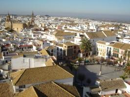 Vista aérea de parte del serpenteante y a veces difícilmente accesible casco antiguo de la ciudad de Carmona. Foto: El Correo