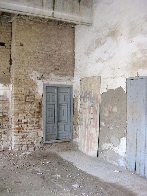 Vista exterior en la que se identifica perfectamente el muro de la antigua torre sur delPalacio de DonFadrique.En las intervenciones de la pasada década se estudió la construcción y ahora se prevé reconstruir el remate del torreón y conseguir que sea apreciable como elemento independiente.