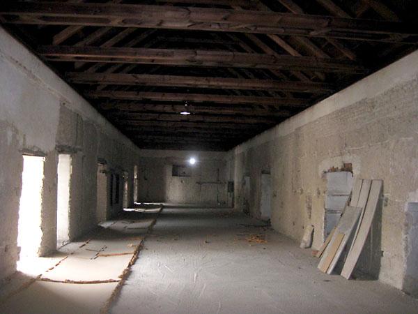 Interior del RefectorioAlto, que será destinado a la creación de una nueva sala de exposiciones y representaciones escénicas. Su estructura está consolidada, pero carece de revestimientos y solería.