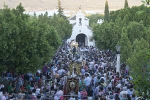 El real de Castilblanco abarrotado de fieles y devotos llegados de diversos puntos de la provincia para ver la procesión de San Benito. Foto: F. J. Domínguez