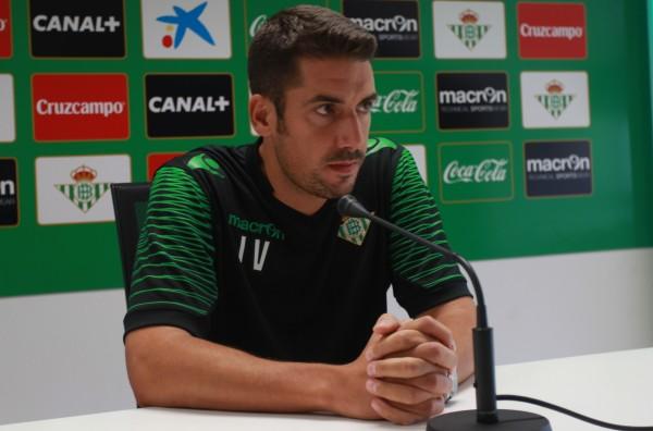 Julio Velázquez atiende a los medios en rueda de prensa.
