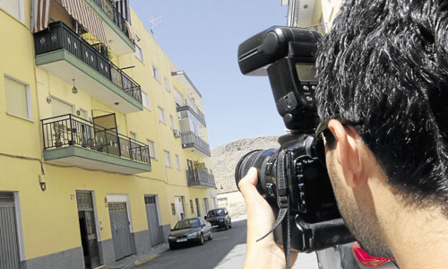 Imagen del domicilio donde fue asesinada ayer María del Carmen Marín a manos de su expareja. / Foto: Carlos Barba