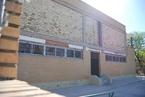 Fachada del colegio público Tierno Galván, que se desprendió en abril de 2013. Foto: Salvador Criado