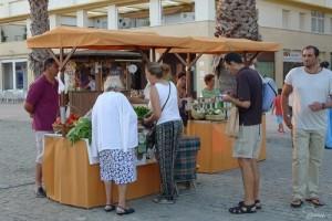Algunos puestos en el mercado celebrado en Puerto Real.