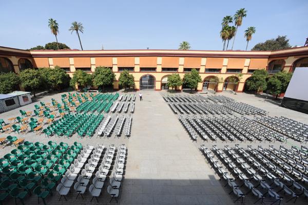 El patio de la Diputación de Sevilla convertido en cine al aire libre. /Diputación
