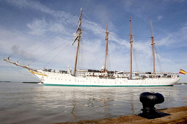 El buque Juan Sebastián Elcano. / EFE