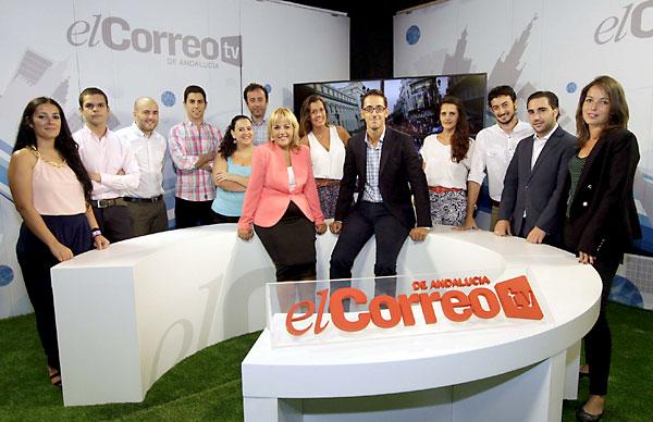 Parte del equipo detécnicos y redactores que trabajarán diariamente para trasladar a los espectadores todo lo que sucede en Sevilla. / Fotos: J.L. Montero