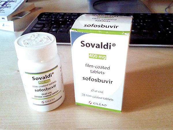 Un envase del 'medicamento milagro' para curar la hepatitis C, que cuesta 60.000 euros . / El Correo