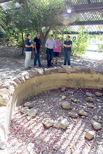 Las fuentes y los estanques secos se encuentran por doquier./ J. M. P.