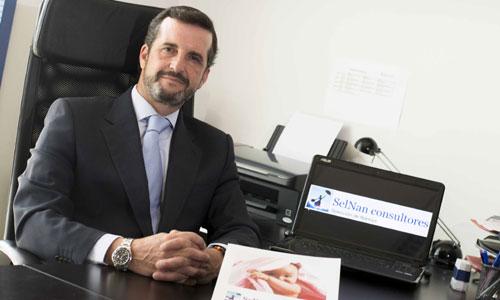 Julián Molpeceres está al frente de Selnan Consultores, que tiene ahora sus oficinas en Torneo Parque Empresarial. / Foto: J.M. Paisano