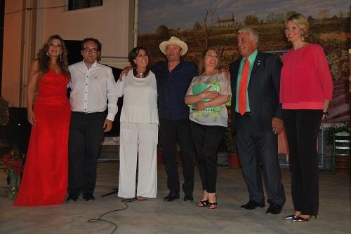 Erika Leiva, Pablo Mata, Isabel Fayos, Amador y Gloria Mohedano, Manuel Jurado y la periodista Marina Bernal posaron al final del acto. Foto: Laura López