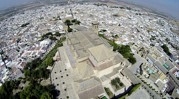 Vista aérea de la Colegiata de Nuestra Señora de la Asunción de Osuna. / EFE-Rafa Alcaide