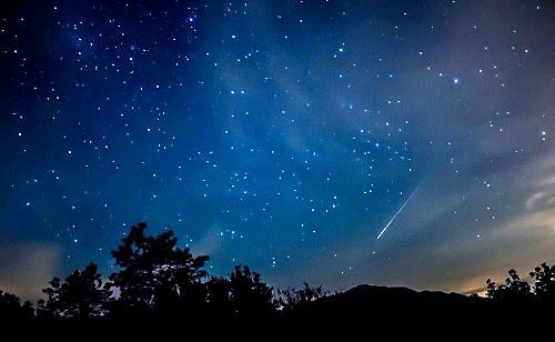 El máximo esplendor de la lluvia de estrellas procedente de las perseidas será el día 12. Foto: Javier Pérez  El máximo esplendor de la lluvia de estrellas procedente de las perseidas será el día 12. Foto: Javier Pérez