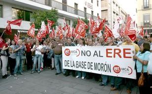 Los trabajadores de la base aérea decidirán el jueves si vuelven a las protestas, como ya hicieran en 2010. / Javier Díaz