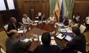 La ministra de Agricultura durante la reunión que mantuvo con representantes de las cooperativas agrarias. /EFE