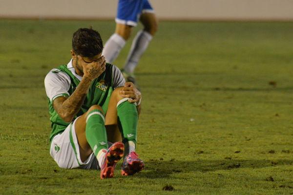 Vadillo se lamenta tras su lesión. Foto: RBB